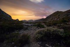 Tempesta e fulmini alla notte in montagne di Mallorca (Serra de Tramuntana fotografia stock libera da diritti