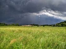 Tempesta e Sun, Italia del Nord, estate Fotografia Stock Libera da Diritti