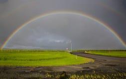Tempesta ed arcobaleno tropicali immagine stock