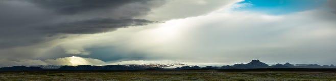 Tempesta enorme nell'altopiano islandese Nubi e cielo drammatici Fotografie Stock