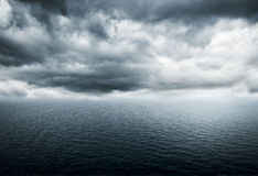 Tempesta sopra l'oceano Immagini Stock