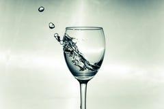 Tempesta in un vetro con vino bianco Fotografia Stock