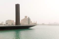 Tempestad de arena en Doha, el embarcadero y el museo del arte islámico, Qatar Foto de archivo libre de regalías