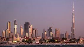 Tempestad de arena en Dubai céntrico. Emiratos Árabes Unidos almacen de video