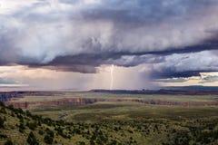 Tempestad de truenos con el relámpago fotos de archivo libres de regalías