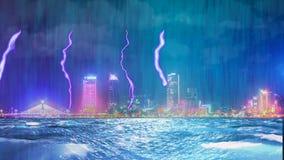 Tempestad de truenos con lluvia y relámpago en ciudad de la noche metrajes