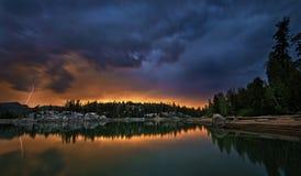 Tempestad de truenos de la puesta del sol Imágenes de archivo libres de regalías