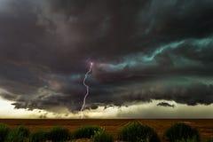 Tempestad de truenos del Supercell con el relámpago Imagenes de archivo