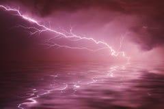 Tempestad de truenos en el río Imágenes de archivo libres de regalías
