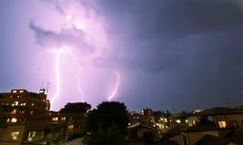 Tempestad de truenos en la ciudad Imagen de archivo libre de regalías