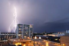 Tempestad de truenos en la ciudad Fotos de archivo libres de regalías