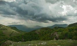 Tempestad de truenos en las montañas Foto de archivo libre de regalías