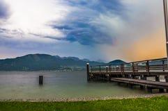 Tempestad de truenos en Traunsee imagen de archivo libre de regalías