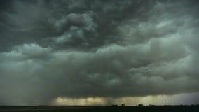 Tempestad de truenos enorme
