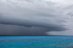 Tempestad de truenos severa sobre el océano de la costa de Bermudas Fotos de archivo libres de regalías