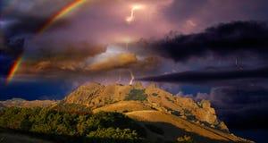 Tempestad de truenos y arco iris en la Crimea Fotos de archivo libres de regalías
