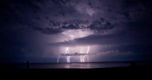 Tempestad de truenos y relámpago en el mar Fotografía de archivo libre de regalías
