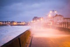 A tempestade Brian golpeia Porthcawl, Gales do Sul, Reino Unido Fotos de Stock