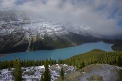 Tempestade da neve que apporching o lago Peyto Imagens de Stock