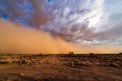 Tempestade da poeira de Haboob no deserto foto de stock royalty free