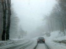 Tempestade de neve em uma estrada foto de stock royalty free