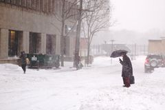 A tempestade do inverno bate Toronto imagens de stock