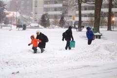 A tempestade do inverno bate Toronto fotos de stock