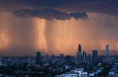 Tempestade do por do sol em Francoforte fotos de stock royalty free