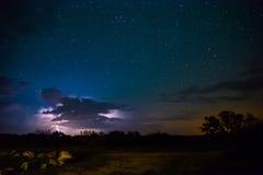 Tempestade do relâmpago com estrelas Imagens de Stock Royalty Free