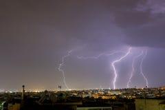 A tempestade do relâmpago golpeia a cidade de Tessalónica, Grécia Foto de Stock Royalty Free