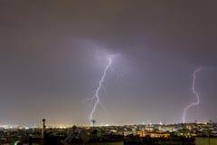 A tempestade do relâmpago golpeia a cidade de Tessalónica, Grécia Fotografia de Stock Royalty Free
