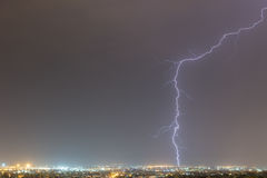 A tempestade do relâmpago golpeia a cidade de Tessalónica, Grécia Imagens de Stock
