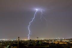 A tempestade do relâmpago golpeia a cidade de Tessalónica, Grécia Imagem de Stock Royalty Free