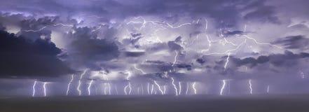Tempestade grande do relâmpago em Pineda Barcelona foto de stock royalty free