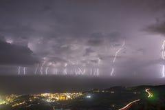 Tempestade grande do relâmpago em Pineda Barcelona fotos de stock royalty free