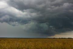 Tempestade no campo fotografia de stock royalty free