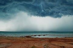 Tempestade no lago Imagens de Stock