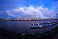 Tempestade que cancela sobre a skyline traseira da baía de Boston Imagens de Stock Royalty Free