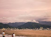 Tempestade que fabrica cerveja sobre Puerto Vallarta fotos de stock royalty free