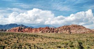 Tempestades sobre a rocha vermelha Imagens de Stock Royalty Free