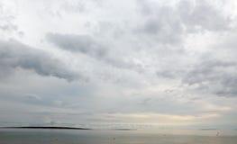 Tempestoso si rannuvola il mare e le isole Immagine Stock Libera da Diritti