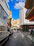Tempi della passeggiata sull'orlo della parte 3 spagnola della strada principale della città fotografie stock