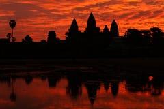 Tempiale ad alba, Cambogia del wat di Angkor Immagini Stock Libere da Diritti