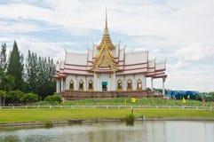 Tempiale bello nello stile tailandese Fotografie Stock Libere da Diritti