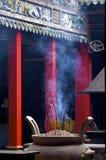 Tempiale cinese riempito fumo Fotografia Stock