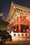 Tempiale coreano ad illuminazione di notte Fotografie Stock