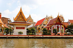 Tempiale dal fiume di Chao Praya, Bangkok Fotografia Stock Libera da Diritti