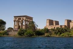 Tempiale della vista di Philae dal Nilo Fotografie Stock
