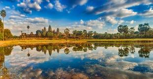 Tempiale di Angkor Wat al tramonto La Cambogia cambodia Panorama fotografia stock libera da diritti