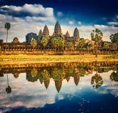 Tempiale di Angkor Wat al tramonto La Cambogia cambodia immagini stock